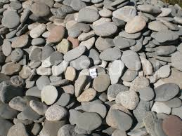 Камень морская галька плоская крупная.